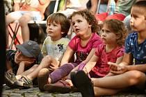 Divadelní festival Kutná Hora: loutkové představení pro děti na Palackého náměstí.