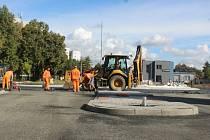 Výstavba kruhového objezdu na křižovatce ulic Benešova a Masarykova v Kutné Hoře.