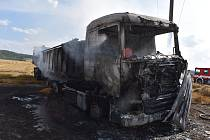 Požár nákladního auta s obilím.