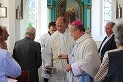 Ze svěcení opravené kaple v Šebestěnicích.