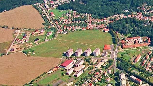 Letecký pohled na část Zruče nad Sázavou.