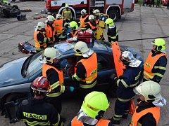 Společné cvičení složek IZS při hromadné nehodě.