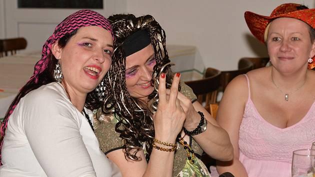 Maškarní karneval pro dospělé v Křeseticích se vydařil.