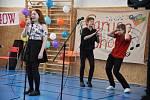 Z osmého ročníku pěvecké soutěže Caruso show v tělocvičně Základní školy T. G. Masaryka v Kutné Hoře.