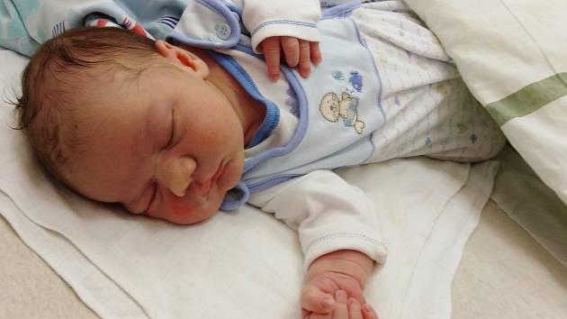 Tomáš Maruščák se narodil 19. června 2020 ve 4.10 hodin v čáslavské porodnici. Pyšnil se porodními mírami 4500 gramů a 53 centimetrů. Doma v Chotusicích se z něj těší maminka Zuzana, tatínek Tomáš, šestiletá sestřička Linda a tříletá sestřička Eliška.