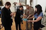 Anita Moravec Gard při křtu knihy Jaroslava Skopala o generálu Františku Moravcovi v Přerově.