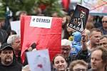 Kolem tří set lidí demonstrovalo na Palackého náměstí v Kutné Hoře.