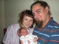 Ella Adamová se narodila 21. srpna v Čáslavi. Vážila 2870 gramů a měřila 49 centimetrů. Doma v Kutné Hoře ji přivítali maminka Tereza a tatínek Adam.