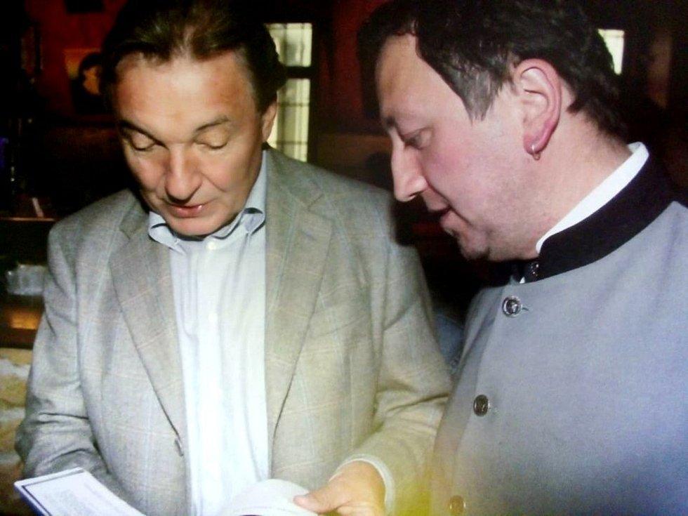 Ze setkání Václava Veselého s Karlem Gottem.