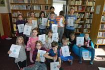 Noc s Andersenem v knihovně ve Zbraslavicích: v  sobotu ráno děti převzaly diplomy.