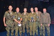 Kapitán Ivo Kardoš s týmem pozemního technického personálu převzal ve Fairfordu cenu za nejlepší zahraniční dynamickou ukázku