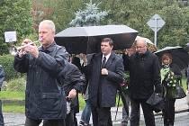 Lékaři ve Žlebech symbolicky pohřbili české ambulantní lékařství.