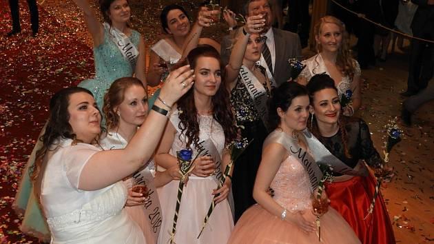 Maturitní ples tříd 4.A a 4.B Střední zemědělské školy Čáslav.