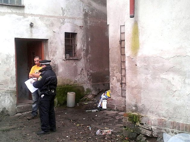 Otřesné podmínky, ve kterých žijí obyvatelé bývalé restaurace U Rajských v Čáslavi.