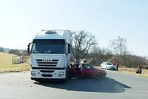K dopravní nehodě došlo v úterý na silnici I/38 u odbočky na Kaňk.