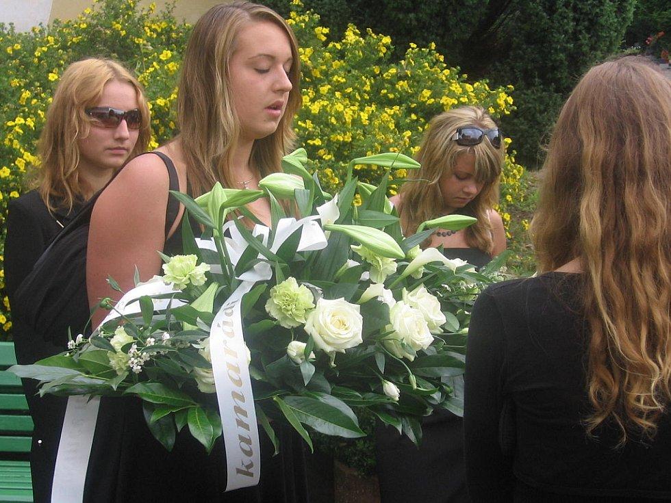 Poslední rozloučení s oběťmi tragické dopravní nehody v Nových Dvorech.