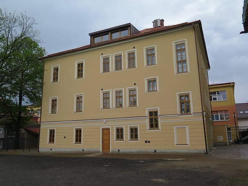 Centrum Přístav Oblastní charity Kutná Hora začne fungovat v zrekonstruované budově v ulici Jiřího z Poděbrad.