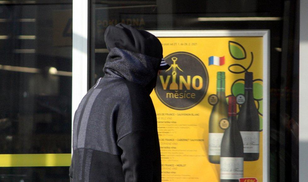 Povinné nošení respirátorů FFP2 na veřejných místech či v obchodech v Kutné Hoře.