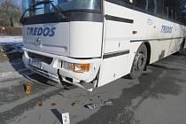 Dopravní nehoda v Poštovní ulici ve Zruči nad Sázavou.