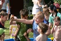 Den dětí na fotbalovém hřišti v Malešově.