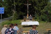 Obnovený kříž v Tasicích byl posvěcen
