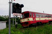 Železniční přejezd ve Zbraslavicích.