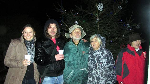 V Zehubech rozsvítili vánoční strom