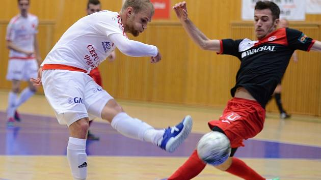 První zápas semifinále play off Chance futsal ligy vyhrála Slavia Praha ve Zruči nad Sázavou 4:3 po prodloužení.