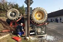Nehoda traktoru ve Slavošově.