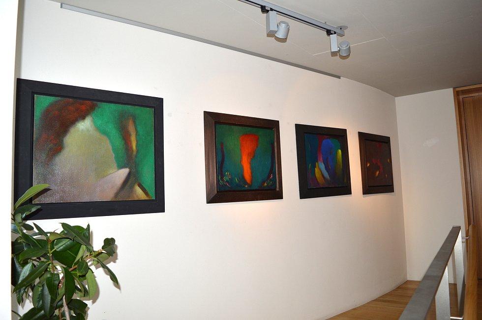 V Čáslavi zahájili výstavu malíře Miloslava Mouchy.