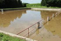 Zaplavená nádrž v Bernardově.