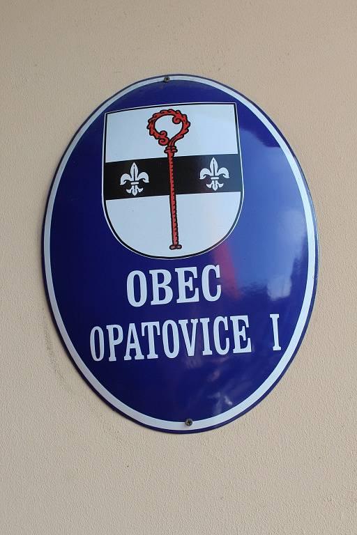Volební místnost v Opatovicích I na Kutnohorsku.