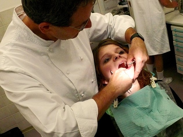 Správná volba zubní plomby vám může ušetřit spoustu nepříjemností
