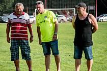 Do síně slávy malešovského fotbalu byli uvedeni tři muži. Zleva Milan Lhoták, Jiří Škramovský a zesnulý Josef Klečák, za nějž převzal ocenění František Klečák.