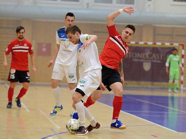 První zápas čtvrtfinále play off Chance futsal ligy vyhrálo zručské Benago doma nad Helasem Brno 5:0.