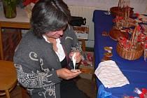 Dana Holmanová naučí účastníky kurzu v čáslavském muzeu péct a zdobit perníčky.