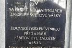 Připomínka bývalého židovského hřbitova v Uhlířských Janovicích.