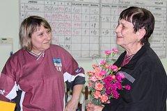 Kuželkářky po turnaji překvapily kolegyni a trenérku.