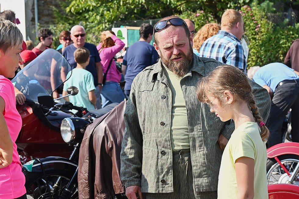 Solopysky ovládla vůně benzínu, dostaveníčko si zde dali fandové veteránů.