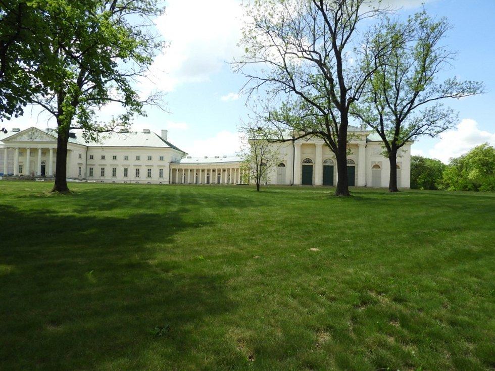 Zahrada kačinského zámku.