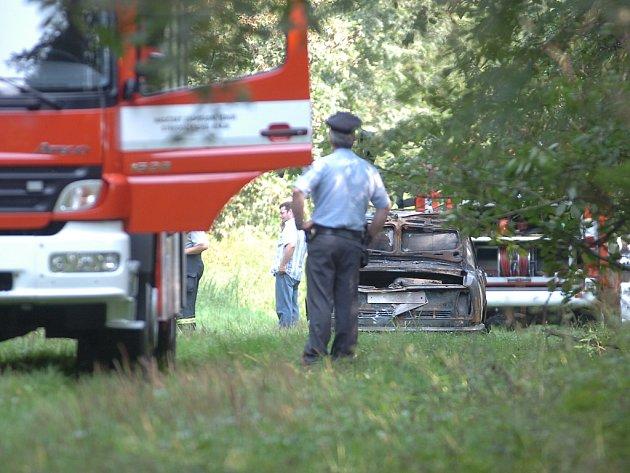 Mezi obcemi Bylany a Nová Lhota bylo v ohořelém autě nalezeno lidské tělo. 4. 9. 2012