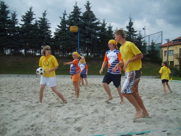 Korfbalisté z oddílu Respo Kutná Hora. 2. místo na mistrovství ČR v plážovém korfbale v Šenově.
