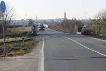 U Koudelova se nacházejí dva nechráněné železniční přejezdy.