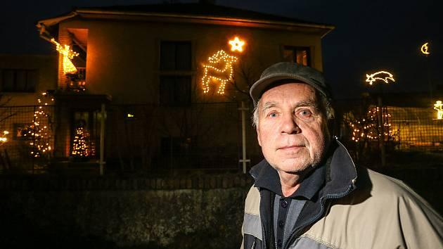 Výzdoba rodinného domu Miloslava Jareše ze Žlebů na Kutnohorsku.