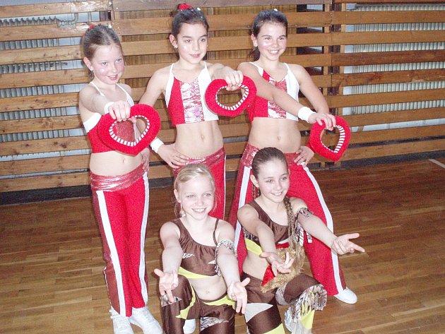 Kutnohorské dívčí týmy Afrika a Sweet Kisses na Velké ceně pohybových skladeb v Jihlavě.