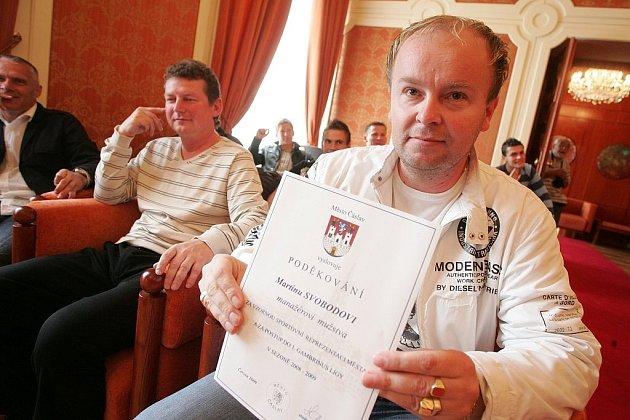 Čáslavské fotbalisty přijali na radnici představitelé města.