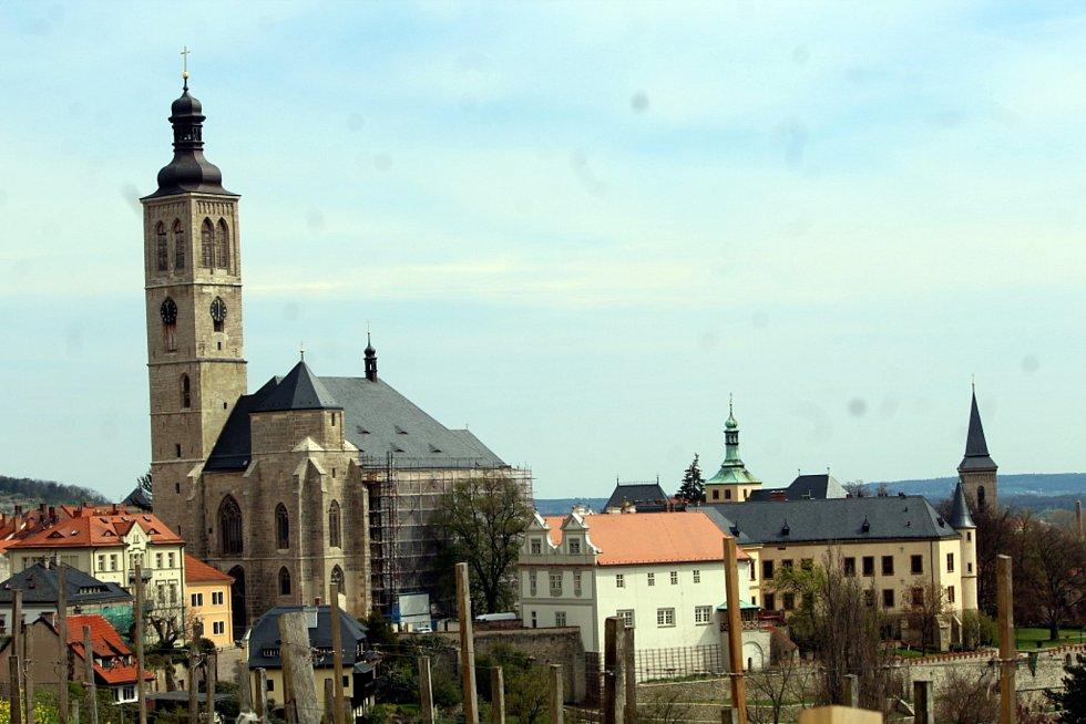 Kostel sv. Jakuba a Vlašský dvůr v Kutné Hoře.