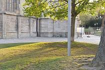 Trávníky kolem chrámu sv. Barbory v Kutné Hoře dostávají původní podobu.