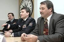 Krajský policejní ředitel Václav Kučera, policejní prezident Oldřich Martinů a náměstek ministra vnitra Jaroslav Salivar.