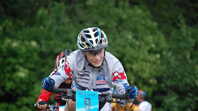 Z prvního kola cyklistického závodu Sraka Sport Cup Miskovice 2009, pátek 22. května 2009